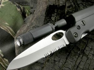 Tactical Flashlight Knife 1